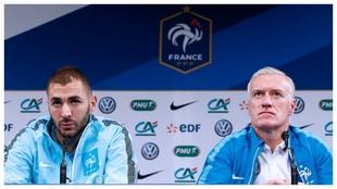 Benzema y Deschamps, durante una rueda de prensa en el Mundial de...