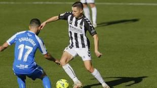 Álvaro Fidalgo, con el balón controlado en un partido del...