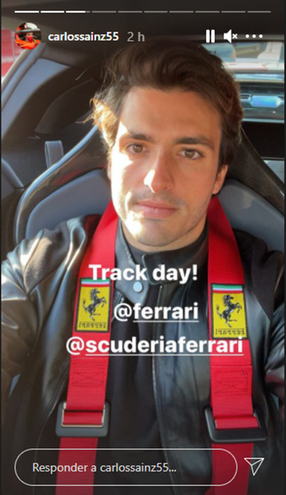 Carlos Sainz 'debuta' como piloto de los Ferrari... de calle