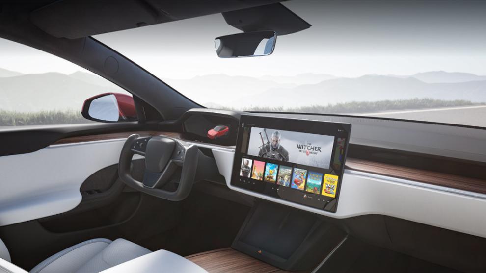 El nuevo volante de Tesla con la parte inferior plana y sin borde superior.