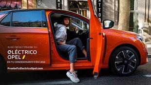 El Corsa-e es la opción 'limpia' de Opel en el segmento de...