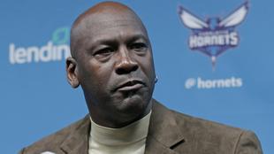 Michael Jordan en una conferencia como dueño de los Hornets.