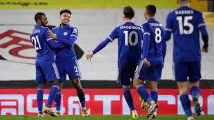 Los jugadores del Leicester celebran uno de sus goles.