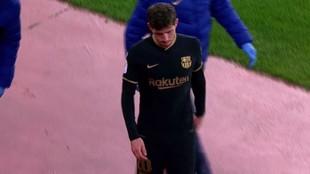 Sergi Roberto, con gesto de preocupación, tras lesionarse.
