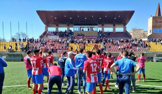 Los jugadores del Navalcarnero celebran una victoria ante el Adarve en...