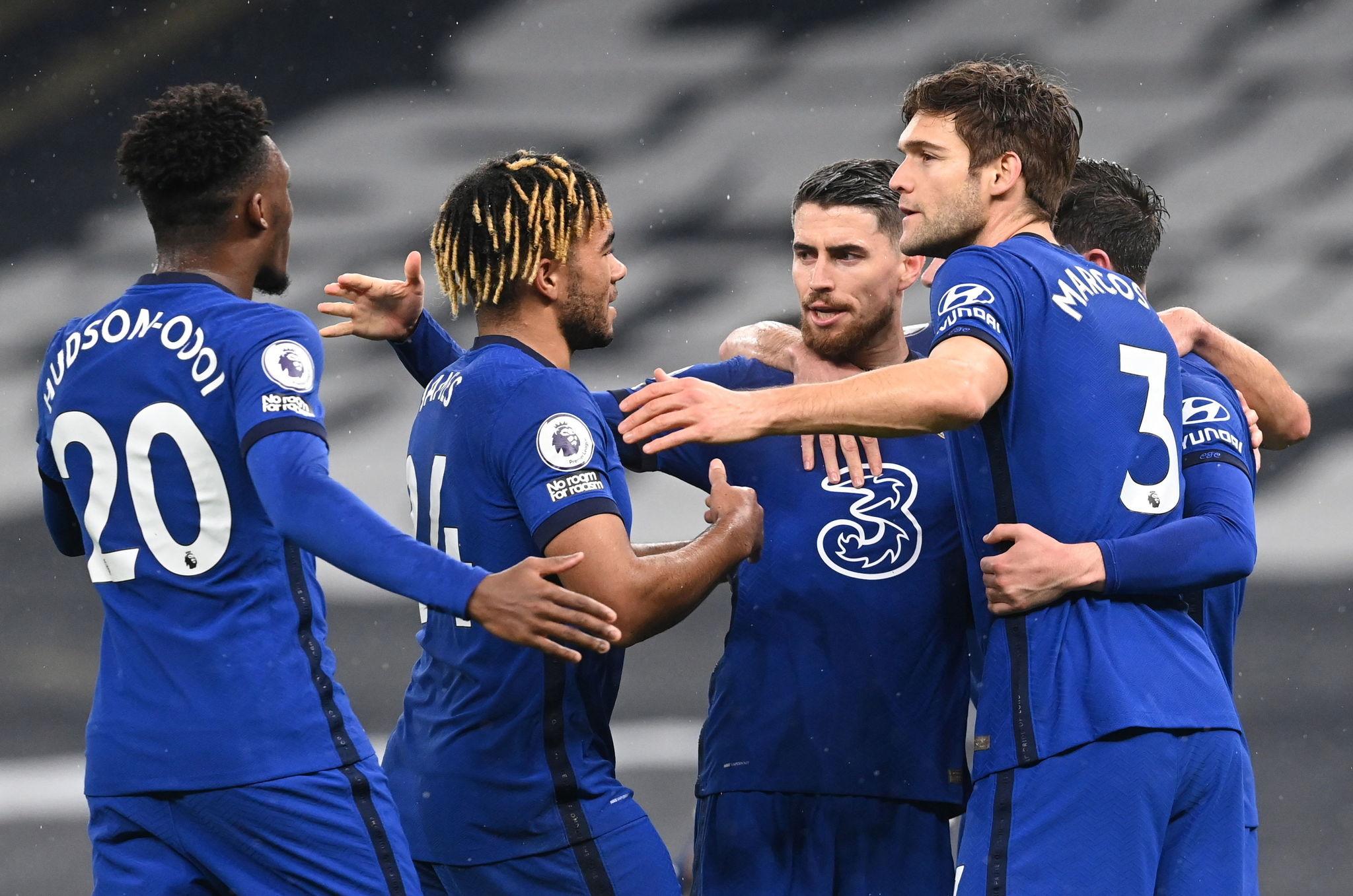 El Chelsea se aprovecha de un Tottenham en caída libre