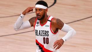Carmelo Anthony celebra una canasta de los Blazers.