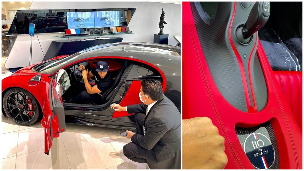 El Alfa, con el Bugatti Chiron Sport rojo y el gerente del concesionario de Miami donde se vende.