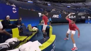 La locura de Djokovic en plena ATP Cup: así pagó su frustración al caer ante Alemania
