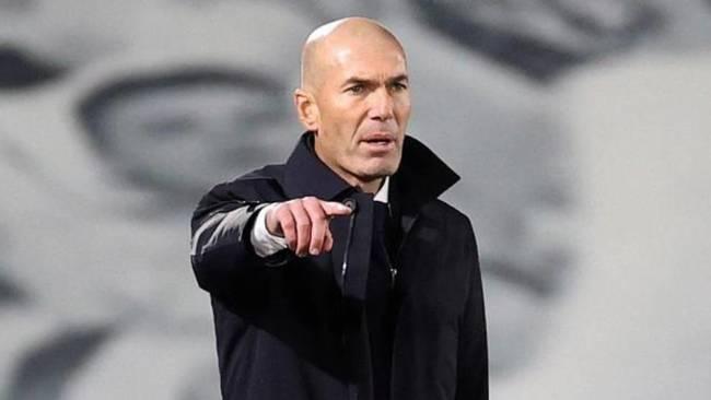 """Zidane, enfadadísimo: """"Me queréis cambiar, decidlo a la cara"""""""