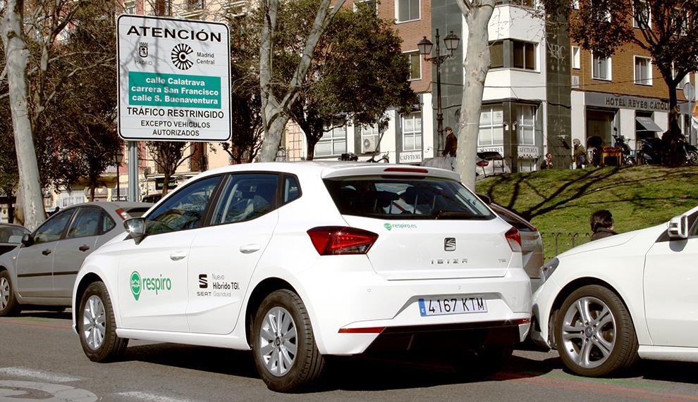 Un vehículo de Respiro se dispone a entrar en Madrid Central.
