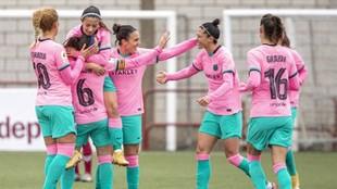 Las jugadoras del Barcelona celebran el gol de Vicky Losada en...