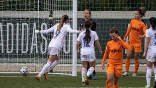Kosovare Allani celebra uno de sus tres goles frente al valencia.