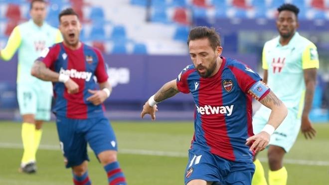 Morales celebra el primer gol en el Ciutat.