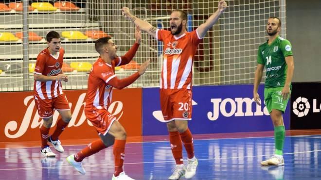 Solano celebra un gol con el Jimbee Cartagena.