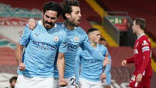 Gündogan y Bernado SIlva celebran uno de los goles del City.