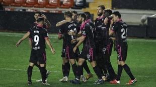Los jugadores del Tenerife celebran el gol de Fran Sol al Rayo