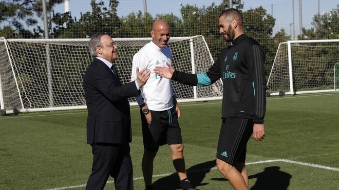 Florentino Perez greets Benzema
