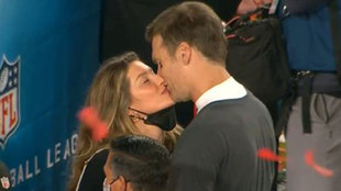 Tom Brady y Gisele Bündchen con el beso más esperado