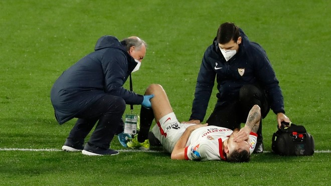 Ocampos after suffering Djene's tackle
