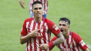 Djurdjevic celebra junto a Manu García uno de sus 15 goles de esta...