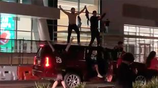 Mucha gente salío a las calles de Tampa Bay para celebrar.
