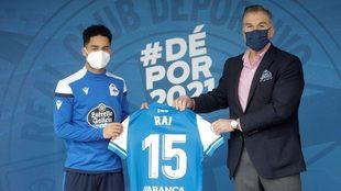 Fernando Vidal, durante la presentación de Rai Nascimento con el...