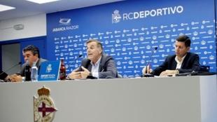 Fernando Vidal, en el centro, durante una rueda de prensa