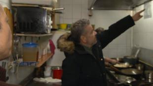 Alberto Chicote descubriendo en Te lo vas va a comer el restaurante...