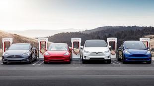 El Model S, el Model 3, el Model X y el Model Y en un supercargador de...