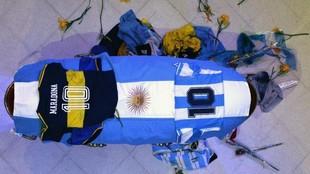 El féretro de Diego Armando Maradona.