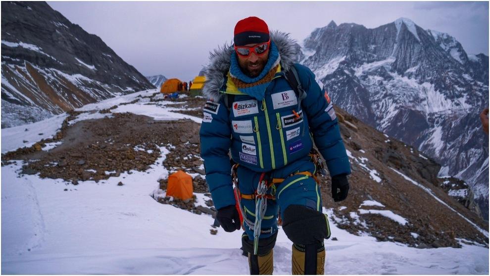 Alex Txikon, antes de intentar hacer cumbre en el Manaslu.