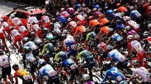 Imagen de archivo de un pelotón ciclista