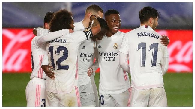 Los jugadores del Madrid celebran el 2-0 al Getafe.