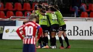 Las jugadoras del Santa Teresa celebran el gol en Alcalá.