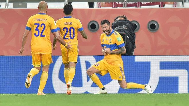 Gignac celebra uno de sus goles en el Mundial de Clubes.