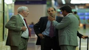 Ochotorena charlando con Aragonés y Michel.