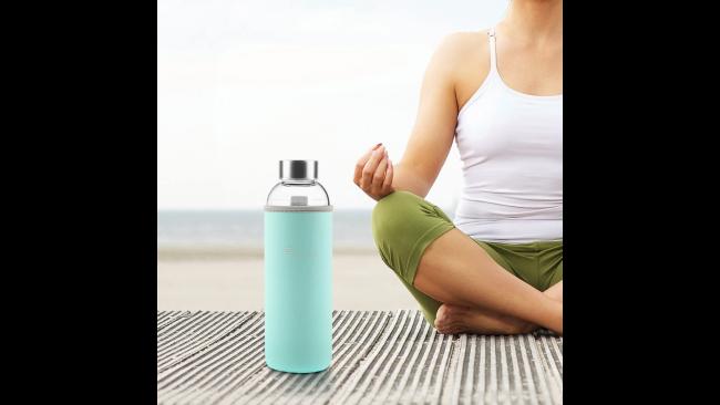 La botella que conseguirá que bebas (por fin) dos litros de agua al día