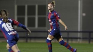 Claudia Zornoza celebra un gol ante la Real Sociedad.