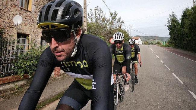 Alonso, hospitalizado tras ser atropellado con la bici