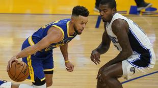 Curry conduce a su equipo a la victoria.