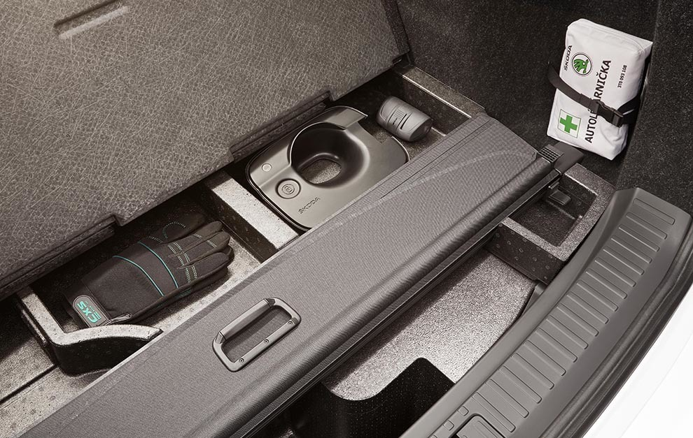 El maletero está casi en 600 litros y cuenta con espacio para el cable y guantes.