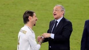 Sergio Ramos y Florentino Pérez, en la Supercopa de 2019 celebrado en...