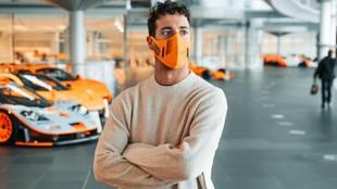 Ricciardo, en su primer día en la fábrica de Woking