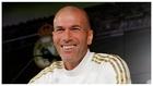 Zidane sonríe durante una rueda de prensa.
