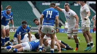 Inglaterra anota un ensayo ante Italia.