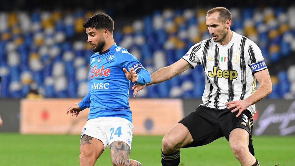 Insigne adelanta al Nápoles de penalti