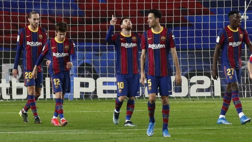 Messi stays on Suarez's tail in Pichichi race