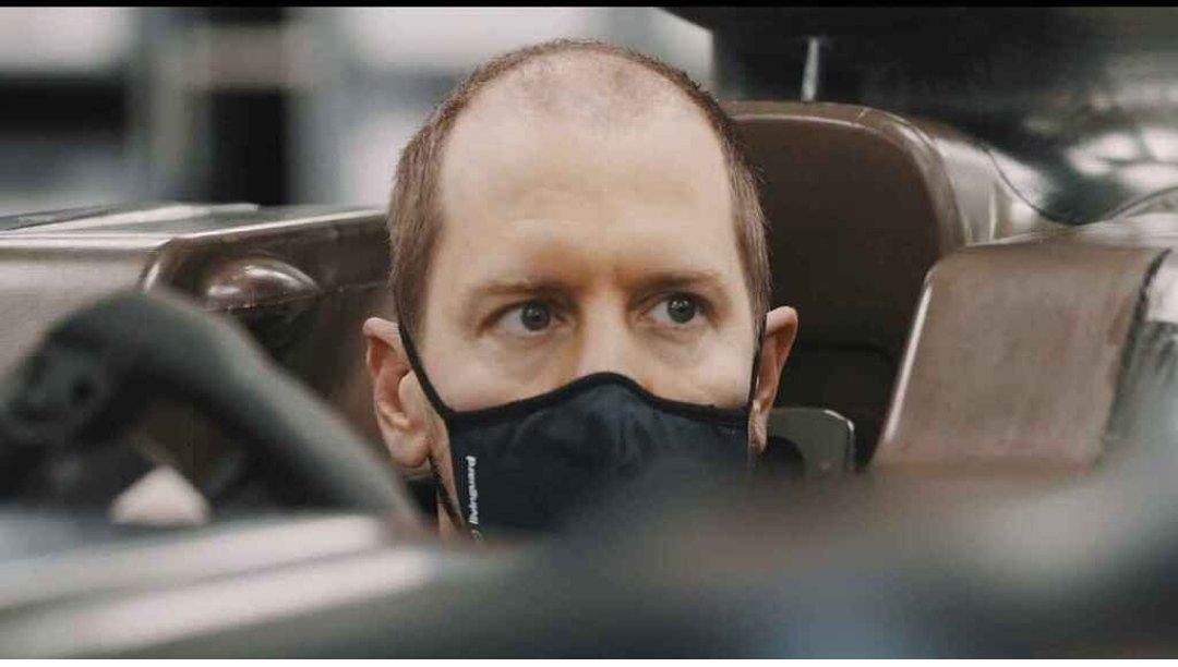 Vettel, preparándose el asiento.