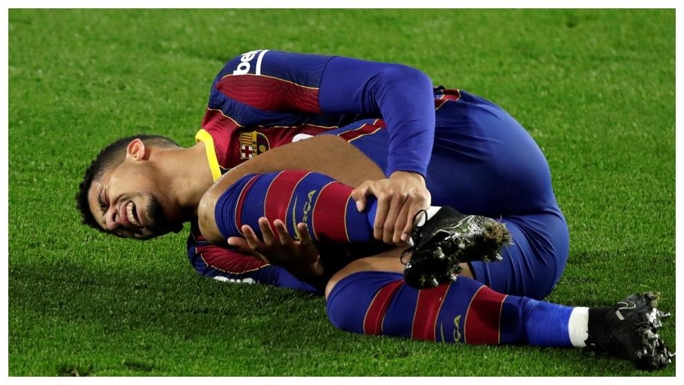 Araujo after suffering his injury